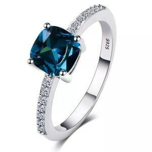 Jewelry - NEW! STUNNING RING! Size 7